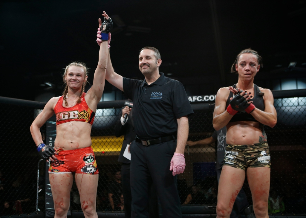 Andrea KGB Lee takes the victory from Shannon Sinn at Invicta FC 9 /InvictaFC.com