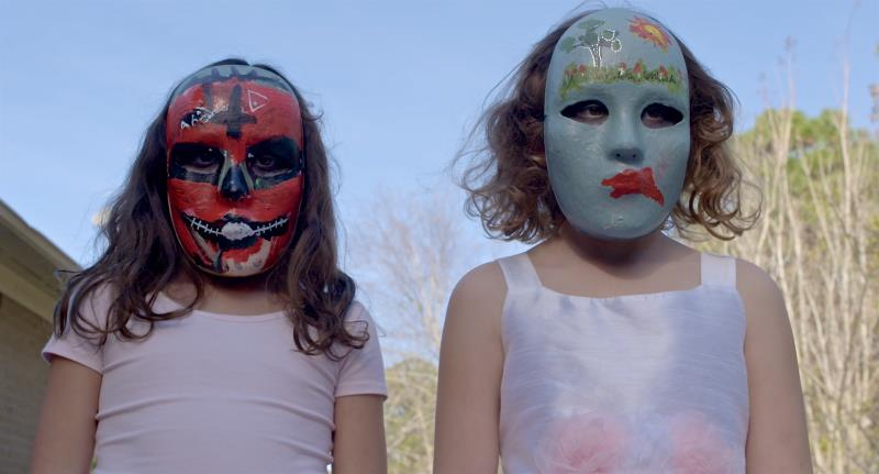 girls-masks-on